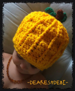 A pumpkin hat crochet pattern - Dearest Debi Patterns